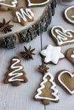 Μπισκότα πιπεροριζών για τα Χριστούγεννα στοκ φωτογραφία