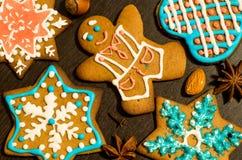 Μπισκότα πιπεροριζών Χριστουγέννων στοκ φωτογραφίες