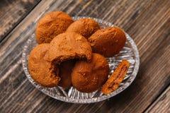 Μπισκότα που γεμίζουν με την κρέμα σοκολάτας στοκ εικόνες
