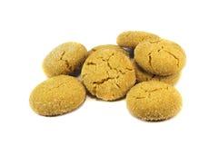 Μπισκότα που καλύπτονται με τη ζάχαρη που απομονώνεται πέρα από το λευκό στοκ φωτογραφίες με δικαίωμα ελεύθερης χρήσης