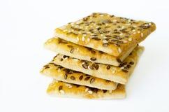 Μπισκότα σιταριού που συσσωρεύονται σε ένα άσπρο υπόβαθρο Στοκ Φωτογραφίες