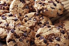 Μπισκότα σοκολάτας στον πίνακα Μπισκότα τσιπ σοκολάτας που πυροβολούνται με το cho Στοκ φωτογραφίες με δικαίωμα ελεύθερης χρήσης