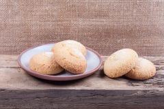 Μπισκότα στη ζωή πιατακιών ακόμα Στοκ εικόνες με δικαίωμα ελεύθερης χρήσης