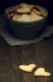 Μπισκότα στο ξύλινο υπόβαθρο Στοκ φωτογραφία με δικαίωμα ελεύθερης χρήσης