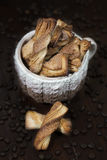 Μπισκότα στο φλυτζάνι Στοκ εικόνα με δικαίωμα ελεύθερης χρήσης