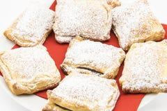 Μπισκότα της ζύμης ριπών που γεμίζονται με τη σοκολάτα στοκ εικόνες
