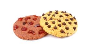 Μπισκότα τσιπ σοκολάτας και των βακκίνιων που απομονώνονται στο άσπρο backgroun στοκ εικόνες
