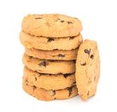 Μπισκότα τσιπ σοκολάτας που απομονώνονται στην άσπρη ανασκόπηση Στοκ Εικόνες