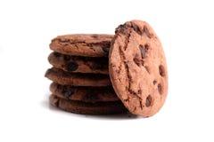 Μπισκότα τσιπ σοκολάτας που απομονώνονται στο άσπρο υπόβαθρο Στοκ εικόνα με δικαίωμα ελεύθερης χρήσης