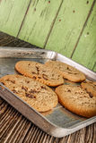 Μπισκότα τσιπ σοκολάτας homemaid, ψημένος Στοκ Φωτογραφία