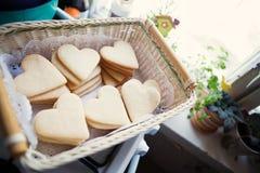 Μπισκότα υπό μορφή καρδιών Στοκ φωτογραφία με δικαίωμα ελεύθερης χρήσης