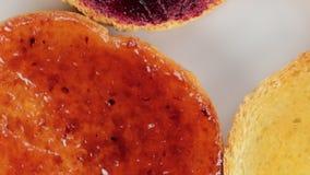 Μπισκότα φετών με τη μαρμελάδα φιλμ μικρού μήκους