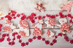 Μπισκότα Χριστουγέννων και χειροποίητα αναδρομικά παιχνίδια Στοκ εικόνες με δικαίωμα ελεύθερης χρήσης
