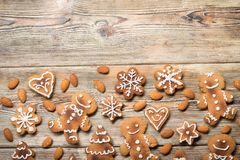 Μπισκότα Χριστουγέννων σε ξύλινο Στοκ Εικόνα