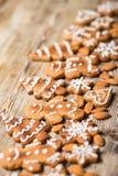 Μπισκότα Χριστουγέννων σε ξύλινο Στοκ Εικόνες