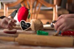 Μπισκότα Χριστουγέννων υπό εξέλιξη στοκ φωτογραφία με δικαίωμα ελεύθερης χρήσης