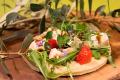 Μπισκότο με τα φρούτα και τη σαλάτα στοκ φωτογραφία με δικαίωμα ελεύθερης χρήσης
