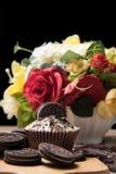 Μπισκότο σοκολάτας και cupcake Στοκ εικόνα με δικαίωμα ελεύθερης χρήσης