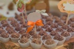 Μπισκότο σοκολάτας καραμελών Choco, νόστιμη γλυκιά ζύμη σοκολάτας μπισκότων, στο ξύλινο υπόβαθρο Φραγμός καραμελών Γλυκά Στοκ εικόνα με δικαίωμα ελεύθερης χρήσης