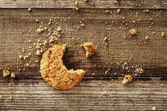 Μπισκότο στο ξύλινο υπόβαθρο Στοκ Εικόνες