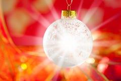 Μπιχλιμπίδι χιονιού Χριστουγέννων με το αστέρι χιονιού και φλογών Στοκ Εικόνα