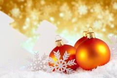 Μπιχλιμπίδια, δέντρα και snowflakes Χριστουγέννων Στοκ Φωτογραφία