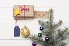 Μπιχλιμπίδια και διακοσμήσεις Χριστουγέννων Στοκ εικόνες με δικαίωμα ελεύθερης χρήσης