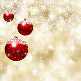 Μπιχλιμπίδια Χριστουγέννων και snowflake υπόβαθρο Στοκ φωτογραφία με δικαίωμα ελεύθερης χρήσης