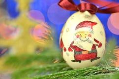 Μπιχλιμπίδι Χριστουγέννων που γίνεται από την τεχνική decoupage Στοκ Εικόνες