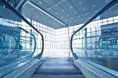 μπλε αίθουσα escatator στοκ εικόνες