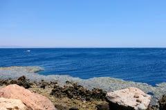 Μπλε ακτή τρυπών στη Ερυθρά Θάλασσα, Sinai στοκ εικόνες