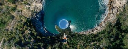 Μπλε ακτών θάλασσας πόλεων Apulia Vieste στον κηφήνα 360 της Ιταλίας vr στοκ εικόνες