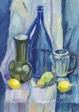 Μπλε ακόμα ζωή με τα λεμόνια και τα μπουκάλια Στοκ Εικόνες