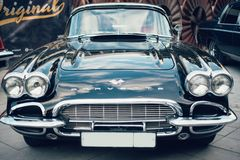 Μπλε αναδρομικά αυτοκίνητα δρομώνων Chevrolet του παλαιού δείγματος στοκ φωτογραφίες με δικαίωμα ελεύθερης χρήσης