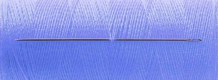 Μπλε απειλή με τη βελόνα στοκ φωτογραφία με δικαίωμα ελεύθερης χρήσης