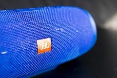 Μπλε ασύρματος ομιλητής JBL στοκ εικόνα με δικαίωμα ελεύθερης χρήσης