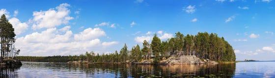 μπλε βράχος λιμνών κάτω Στοκ Εικόνες