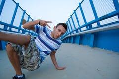 μπλε γέφυρα breakdancer Στοκ Εικόνες