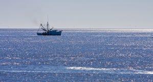 μπλε γαρίδες θαλασσών βαρκών Στοκ εικόνα με δικαίωμα ελεύθερης χρήσης