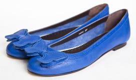 μπλε γυναίκες παπουτσι Στοκ Φωτογραφίες