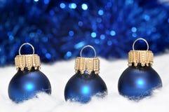 μπλε διακοσμήσεις Χρισ&t Στοκ Φωτογραφία