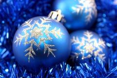 μπλε διακοσμήσεις Χρισ&t Στοκ Εικόνες