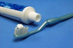 μπλε δόντι βουρτσών Στοκ Εικόνες