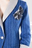 Μπλε επιχειρησιακό σακάκι με τα λωρίδες Στοκ Εικόνες
