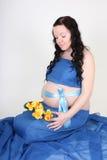 μπλε ευτυχής έγκυος γ&upsilon Στοκ Εικόνες