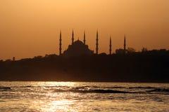 μπλε ηλιοβασίλεμα μουσουλμανικών τεμενών της Κωνσταντινούπολης στοκ εικόνα