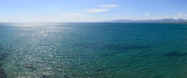 μπλε θάλασσα πανοράματο&sig Στοκ Φωτογραφία
