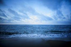 Μπλε θάλασσα το πρωί στοκ εικόνα με δικαίωμα ελεύθερης χρήσης