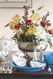 μπλε θέτοντας επιτραπέζι&omi Στοκ Εικόνες