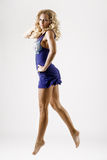 μπλε θηλυκό φορεμάτων πο&up στοκ φωτογραφία με δικαίωμα ελεύθερης χρήσης